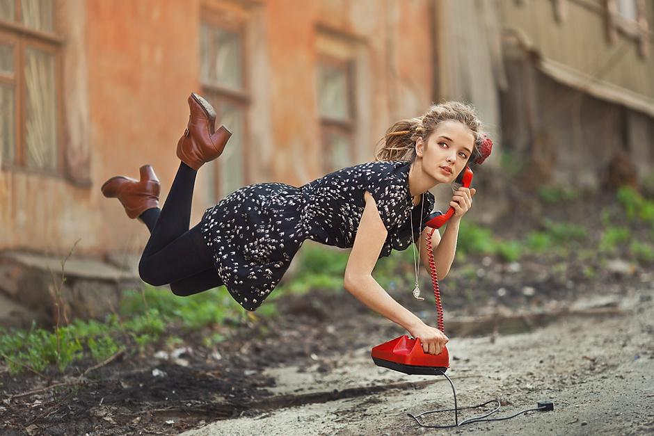 молодых девушек креативная фотосессия на улице пора менять привычное